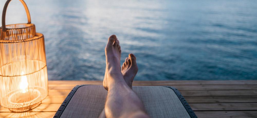 Aliviando pernas e pés cansado