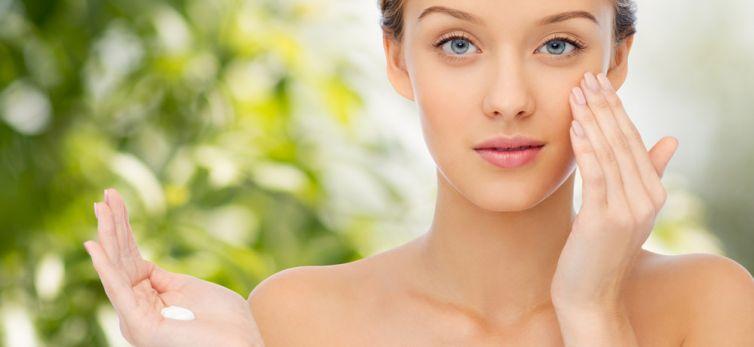 Hidrate seu rosto em quatro passos